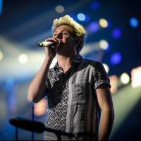 Niall Horan, do One Direction, aparece moreno e fãs comentam novo visual nas redes sociais