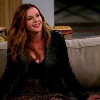 """Two and a Half Men"" mostra a filha de Charlie na nova temporada!"