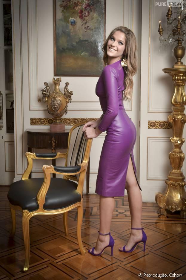 """Isabella Santoni, que arrasou em sua participação na minissérie """"Ligações Perigosas"""", tem 1,60m. Veja a altura de outras estrelas!"""