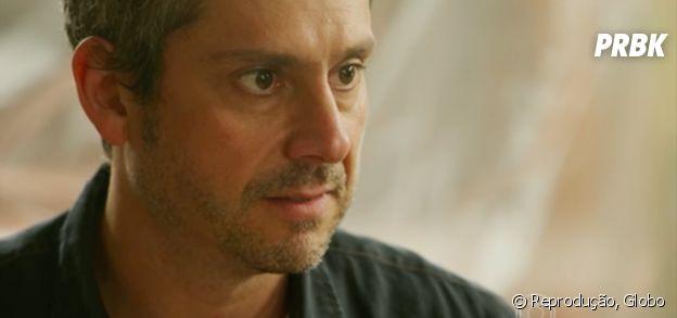 """Novela """"A Regra do Jogo"""": Romero (Alexandre Nero) sente clima tenso com Tóia (Vanessa Giácomo), mas tenta se aproximar"""