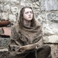 "Em ""Game of Thrones"": na 6ª temporada, Arya (Maisie Williams), Sansa e novas fotos do retorno!"