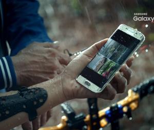 Samsung Galaxy S7 aparece tomando banho de chuva em vídeo publicado no Youtube