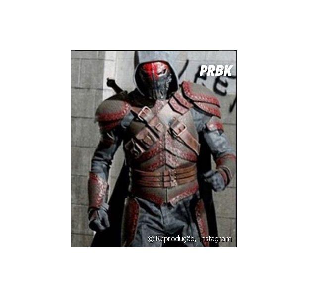 """Em Gotham"""", Azrael tem visual divulgado e grande vilão se esconde atrás da máscara!"""