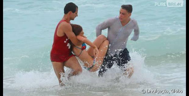 """Em """"Totalmente Demais"""": Eliza (Marina Ruy Barbosa) se afoga e é salva por Arthur (Fábio Assunção)"""