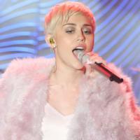 Miley Cyrus recebe Madonna em show acústico na MTV americana