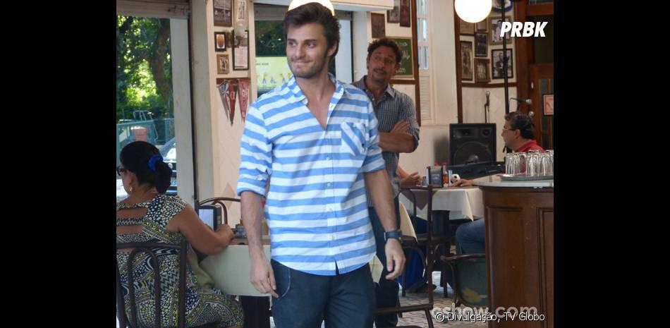 """Em """"Malhação"""",Martin (Hugo Bonemer) comprou o 'Embaixada do Gol' para queMicaela (Laís Pinho) não pudesse mais fazer shows lá"""