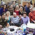 """Em """"The Big Bang Theory"""", no 200º episódio, Sheldon (Jim Parsons) comemorou aniversário com convidados especiais!"""