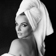 Como Justin Bieber, Selena Gomez e outros, Britney Spears posa sexy de toalha para Mario Testino