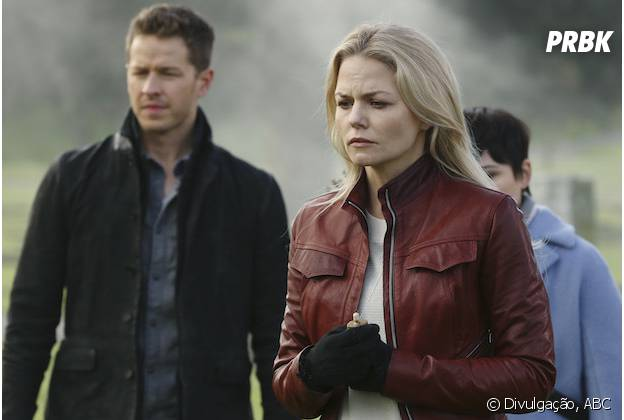 "Em ""Once Upon A Time"": na 5ª temporada, Emma (Jennifer Morrison) usa poção mágica no túmulo de Hook (Colin O'Donoghue) no submundo"