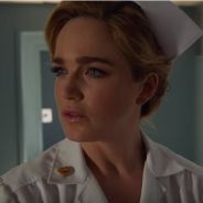 """Em """"Legends of Tomorrow"""": na 1ª temporada, Sara e Stein aparecem infiltrados em hospital nos anos 50"""
