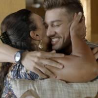 """Novela """"Malhação"""": Uodson (Lucas Lucco) ganha de Vanda aliança que usará em casamento com Alina!"""