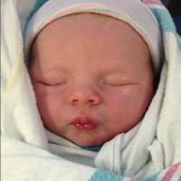 Fergie mostra pela primeira vez rosto do filho, Axl Duhamel. Uma gracinha!