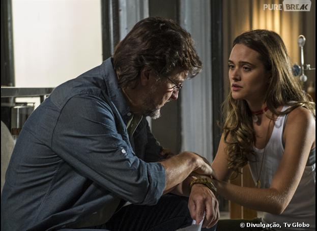 """LC (Antonio Calloni) e a filha Lili(Juliana Paiva), em """"Além do Horizonte"""" pai coloca filha na máquina da felicidade"""