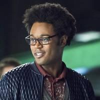 """Em """"Arrow"""": na 4ª temporada, Echo Kellum, o Curtis, é promovido para elenco fixo da próxima fase!"""