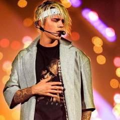 """Justin Bieber cai de bunda durante performance de """"Sorry"""" na """"Purpose World Tour"""". Confira o vídeo!"""
