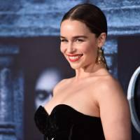 """Em """"Game of Thrones"""": na 6ª temporada, Emilia Clarke e elenco promovem série em grande evento!"""