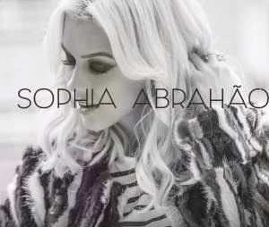 "Sophia Abrahão no lyric vídeo da música ""Sou Fatal"""