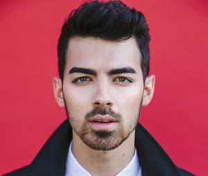 Joe Jonas, atualmente, se dedica à banda DNCE e se orgulha de sua fase Jonas Brothers