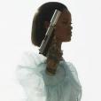 """Rihanna está com tudo, hein? Cantora está bombando com hits """"Work"""", """"Kiss It Better"""" e """"Needed Me"""""""