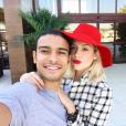 """Sophia Abrahão e Sérgio Malheiros começaram a namorar há mais de um ano, nos bastidores da novela """"Alto Astral"""""""