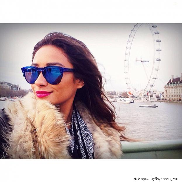 "Shay Mitchell, atriz de ""Pretty Little Liars"", em Londres!"