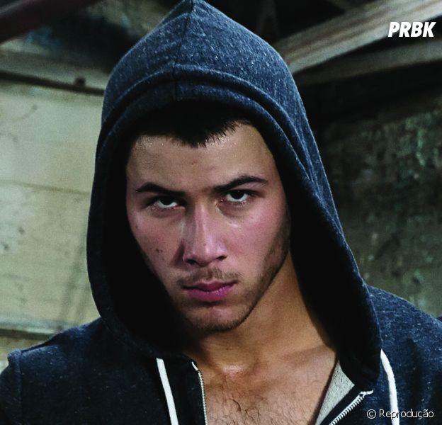 "Na série ""Kingdom"", Nick Jonas faz sexo a três!"