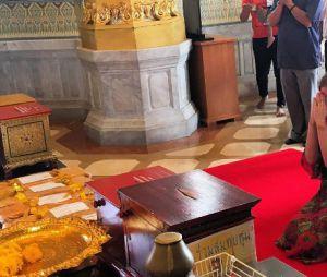 Marina Ruy Barbosa viaja para Tailândia e visita templo