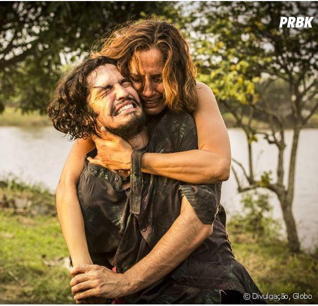 """Em """"Velho Chico"""", Miguel (Gabriel Leone) descobre que é filho de Santo (Domingos Montagner)!"""