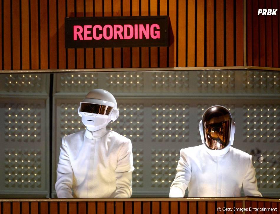 O cantor Julian Casablancas anuncia nova música com o Daft Punk
