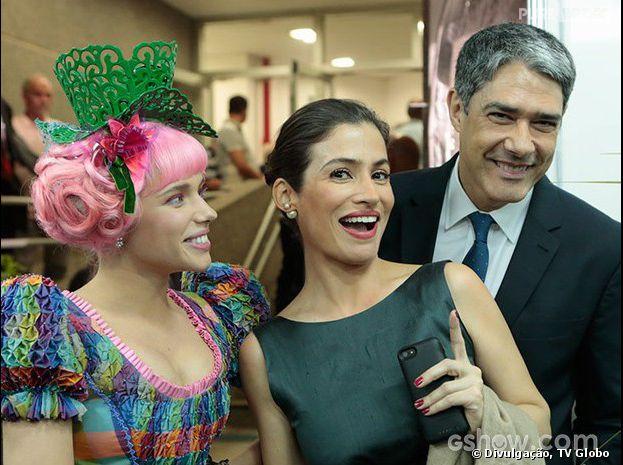 """Bruna Linzmeyer usa figurino de """"Meu Pedacinho de Chão"""" para evento da Globo, na noite desta quarta-feira, 2 de abril de 2014"""