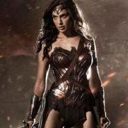 """De """"Mulher-Maravilha"""": com Gal Gadot, personagem aparece em cenário de guerra em nova foto!"""