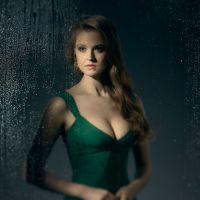 """Em """"Gotham"""": na 3ª temporada, confira primeira foto da Hera Venenosa (Maggie Geha)!"""