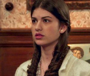 """Em """"Êta Mundo Bom!"""", Gerusa (Giovanna Grigio) fica triste ao receber notícia do casamento de Maria (Bianca Bin) e Celso (Rainer Cadete)"""
