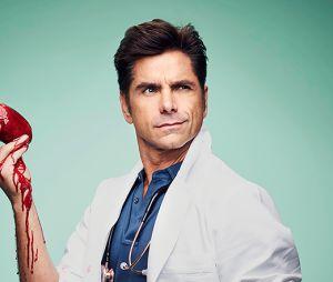 """Em """"Scream Queens"""", John Stamos aparece como médico perigoso na 2ª temporada"""