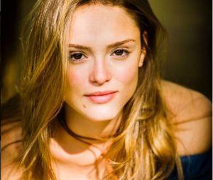 Isabelle Drummond confirma que está solteira após boatos de namoro com Tiago Iorc