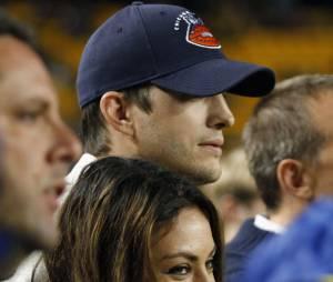 Um amigo do casal, Ashton Kutcher e Mila Kunis, não conseguiu segurar o segredo e contou que o bebê que os dois esperam é uma menina