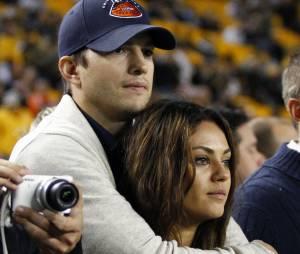 Apesar de todos já saberem da gravides de Mila Kunis, nem ela nem Ashton Kutcher assumiram o fato