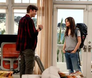 """No seriado """"Two and a Half Men"""", Mila Kunis gravou uma participação especial, ao lado de seu noivo Ashton Kutcher"""