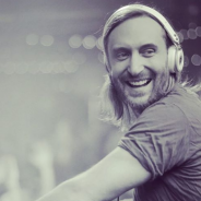 "David Guetta lança a explosiva ""Would I Lie To You Baby"" e fãs piram nas redes sociais!"