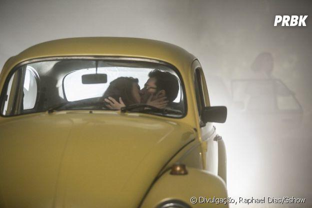 """De """"A Lei do Amor"""": a primeira vez de Vitória (Sophia Abrahão) e Augusto (Hugo Bonemer) promete ser bastante intensa"""