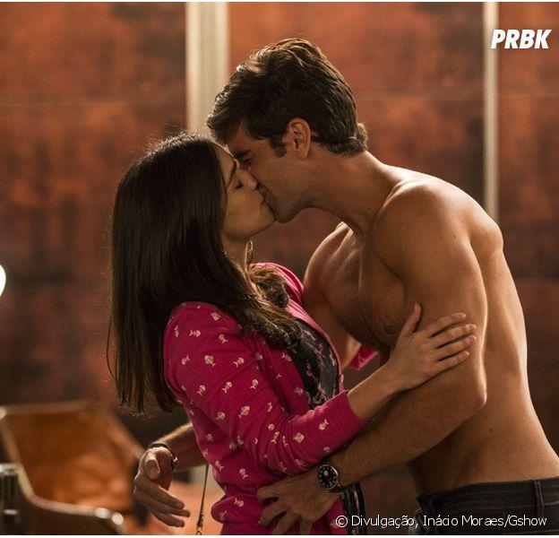 """Na novela """"Haja Coração"""", Shirlei (Sabrina Petraglia) e Felipe (Marcos Pitombo) se encontram escondidos!"""