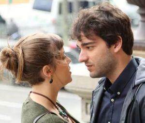 """Em """"A Lei do Amor"""": Isabela (Alice Wegmann) e Tiago (Humberto Carrão) finalmente ficam juntos e já começam viajando para o Rio!"""