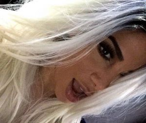 Anitta descoloriu o cabelo? Apesar de pegar fãs de surpresa, tudo não passou de uma peruca