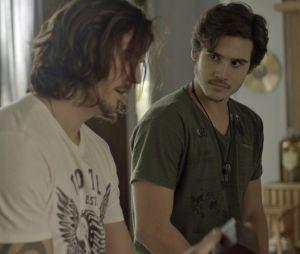 Zac (Nícolas Prattes) conversa com Guilherme Santiago (Vladimir Brichta) sobre Diana e tensão aumenta
