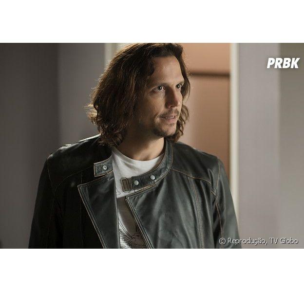 """Gui Santiago (Vladimir Brichta) enlouquece após ser traído por Diana (Alinne Moraes), em """"Rock Story"""", novela da Globo"""