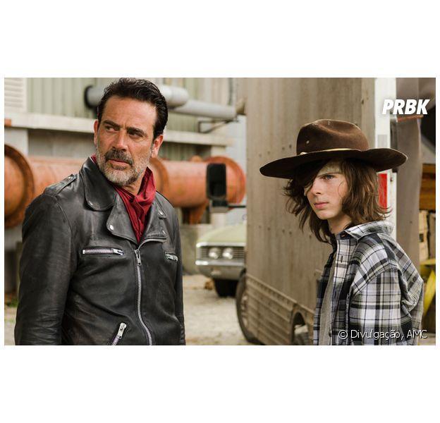 """Em """"The Walking Dead"""": relação entre Carl (Chandler Riggs) e Negan (Jeffrey Dean Morgan) esquenta!"""