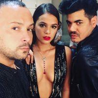 Bruna Marquezine surge sexy e exibe super decote ao usar vestido avaliado em R$ 56 mil