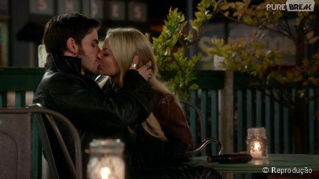 """Em """"Once Upon a Time"""", Emma (Jennifer Morrison) e Hook (Colin O'Donoghue) finalmente ficaram juntos no fim da temporada"""