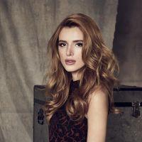 """De """"Famous in Love"""": com Bella Thorne, elenco ganha novas fotos da série que estreia em abril!"""