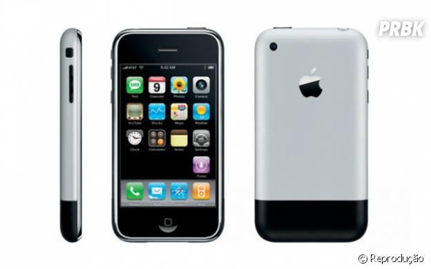 iPhone foi o primeiro smartphone da Apple e foi um sucesso. Ele revolucionou a forma como as pessoas costumavam a interagir com o celular